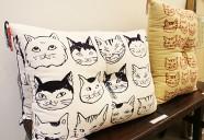 魅力的な猫の絵てぬぐい、オーダーメイドでクッションにも